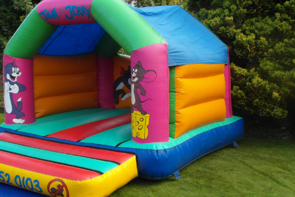 Tom and jerry bouncy castle large 1